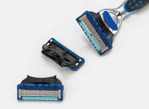 קרב סכינים- אילו סכיני גילוח מומלצים לגברים