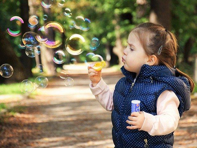 להעביר את הזמן עם הילדים בחורף: מבלי לקרוע את הכיס!